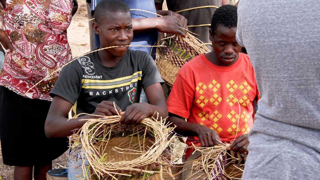 "Asungtaba bike basket is""ONLY ONE"" in the world||ガーナの職人の手により生まれる世界に一つだけの手編みバスケット"
