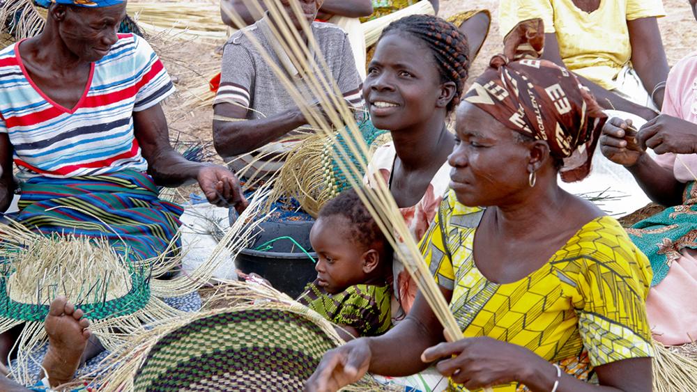 "Asungtaba bike basket is ""ONLY ONE"" in the world|| ガーナの職人の手により生まれる世界に一つだけのおしゃれな手編み自転車バスケット"